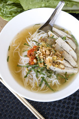 pho noodle in white bowl