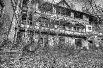Ruine in schwarz weiss