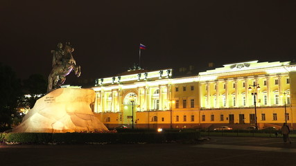 Monument to Peter I on the Senate square in St. Petersburg. Bron