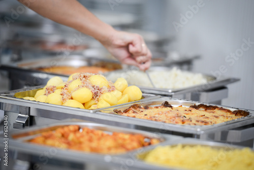 warme Speisen am Buffet