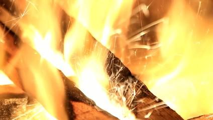 Wunderkerze in Feuerstelle