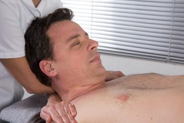 Massage des épaules et de la nuque