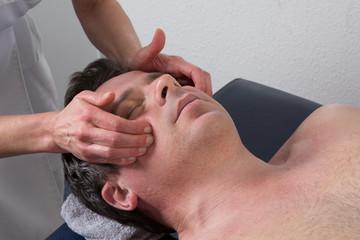 Massage facio-crânien pommette