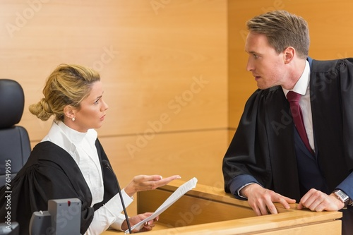 Lawyer speaking with the judge - 76149595