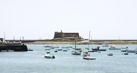 Puerto de Arrecife con castillo San Gabriel, Lanzarote