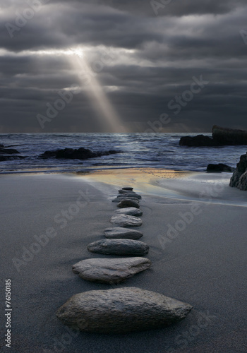 Foto op Canvas Stenen in het Zand Zen der Weg zum Licht