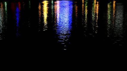 Urbane Reflexion im Wasserspiegel