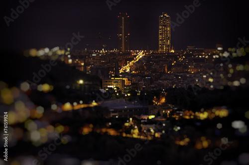 Barcelona skyline w nocy