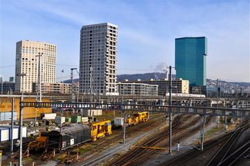 Zürich - West / Bahngeleise und Prime Tower