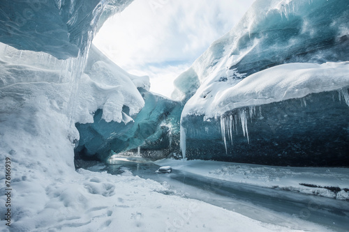 Inside the glacier - 76166939