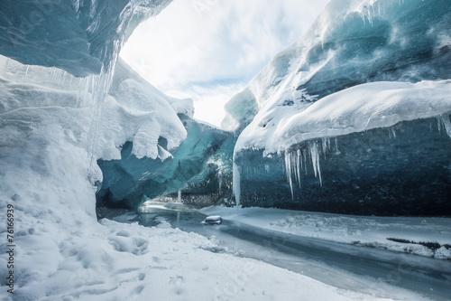 Inside the glacier - 76166939