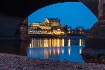 Semperoper Dresden in der Blauen Stunde