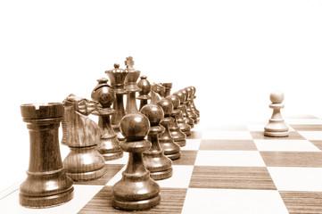 Einer gegen alle - Alle gegen einen - Schachfiguren auf Brett 2