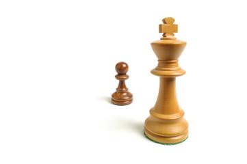 Mächtig und gross gegen machtlos und klein - Schachfiguren 1