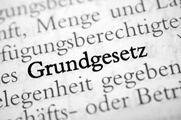 Grundgesetz - schwarz-weiß Text