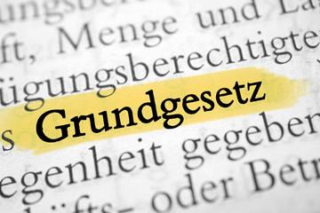 Grundgesetz - gelb markiert