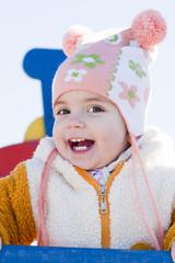 Портрет счастливого ребёнка на детской площадке