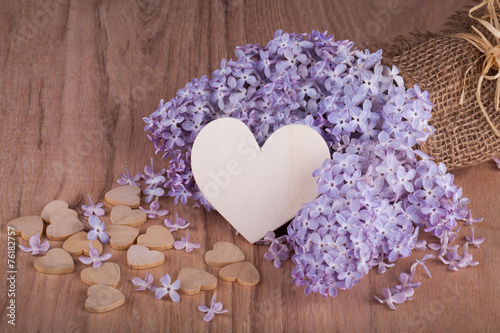 Foto op Canvas Lilac Lilac flowers with wooden heart.