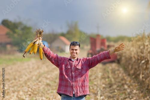 Man in corn field - 76192325