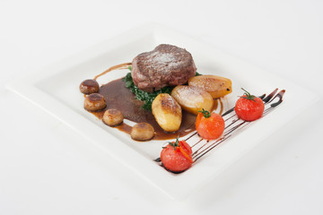 beef steak with roasted patatoes