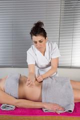 Massage de l'estomac shaitsu