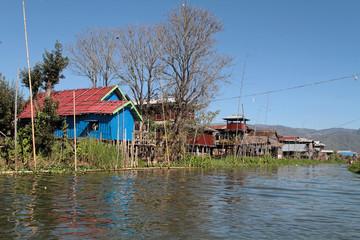 Une rue d'un village du lac Inle