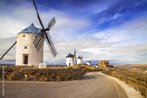 obraz PCV hiszpańskie wiatraki. Cosuegra