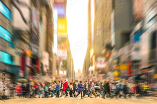 Foto Spatwand New York People walking on the street of Manhattan - New York City