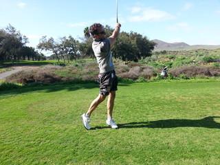 Golfer beim Abschlag Golfplatz kanaren