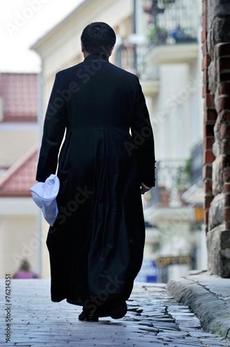 Priest - 76214351