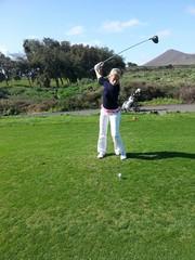 Golfer am Abschlag Golfplatz kanaren