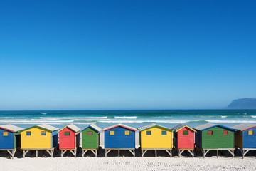 Bunte Strandhäuser bei Kapstadt