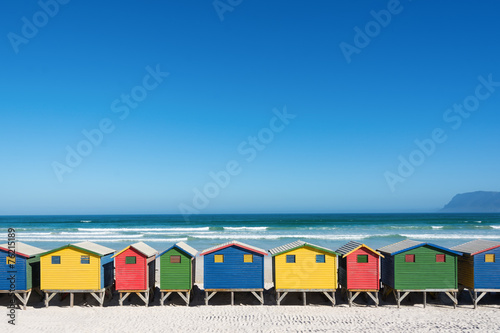 Fotobehang Zuid Afrika Bunte Strandhäuser bei Kapstadt