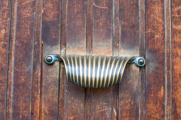 Maniglia di porta a forma di conchiglia, bussare