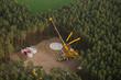 Leinwanddruck Bild - Windrad Baustelle im Wald - Luftbild