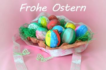 Frohe Ostern - Ostereier von Kindern bemalt