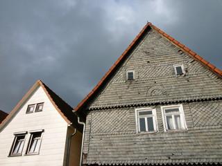 Alte Wohnhäuser mit spitzen Giebel in Salzböden bei Lollar