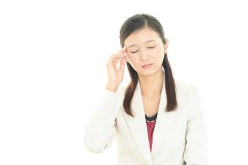 頭痛を訴えるOL