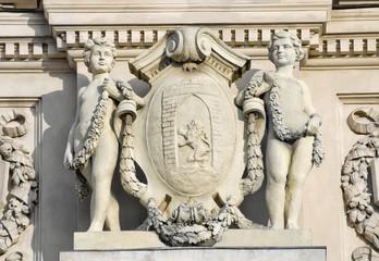 Скульптура мальчиков гениев. Театр Оперы и балета во Львове.