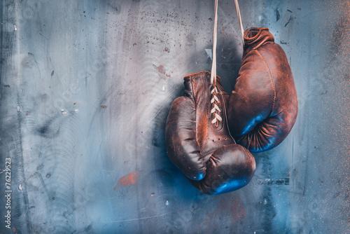 Leinwanddruck Bild old boxing gloves