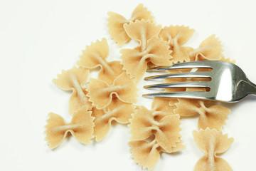 Pasta farfalle con forchetta