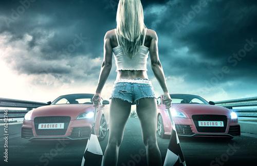 obraz PCV Seksowna blondynka zaczyna wyścigi