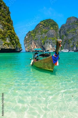 Leinwanddruck Bild Long-tail boats in Maya Bay, Thailand