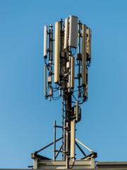 Mobilfunksender auf Hausdach