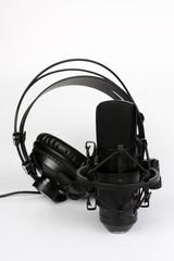 Studiomikrofon und Studiokopfhörer