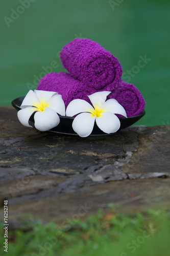 canvas print picture Asciugamani viola in una spa