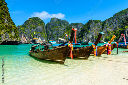 Poster Eiland Long-tail boats in Maya Bay, Andaman sea, Thailand, South Asia
