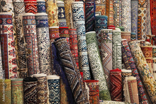 Poster Tunesië Colorful carpets in the store