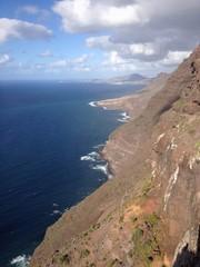 Acantilado al mar en Islas Canarias