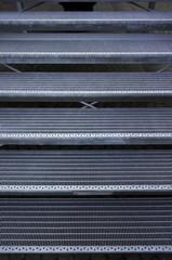 Stufen einer Metalltreppe